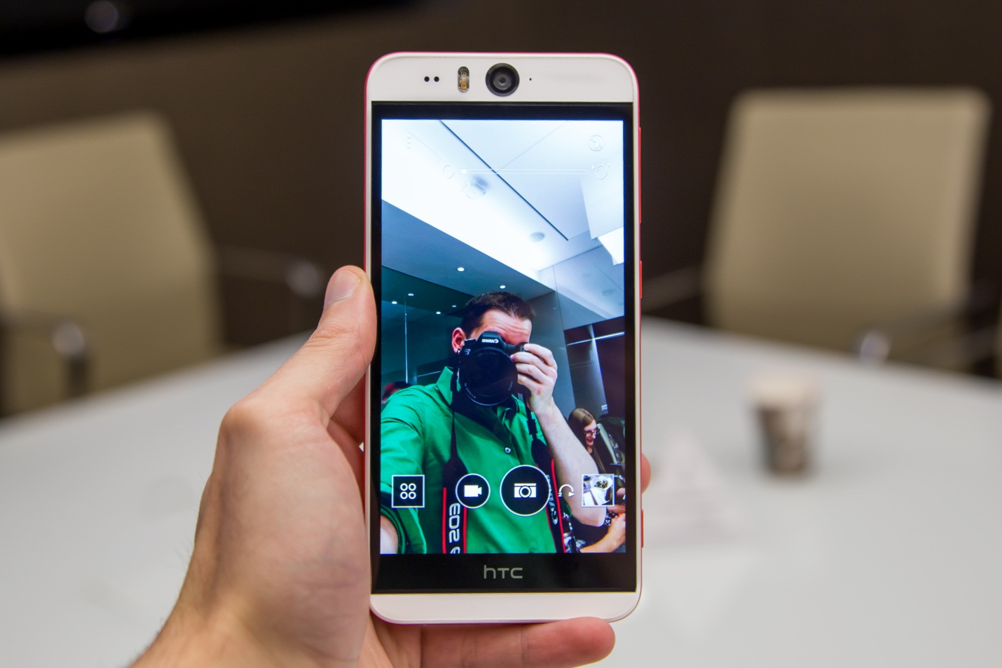 htc-desire-eye-camera-truoc