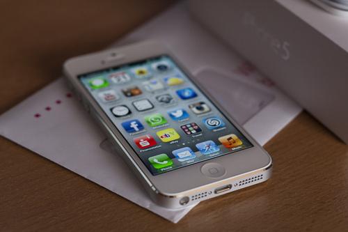 man-hinh-sieu-net-iphone-5-white