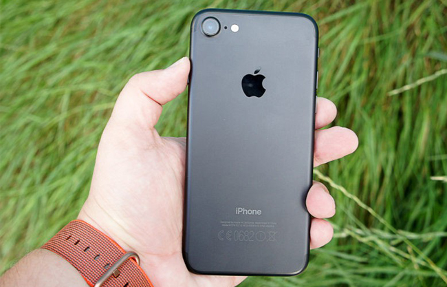 iphone-7-256gb-tren-tay-danh-gia-2