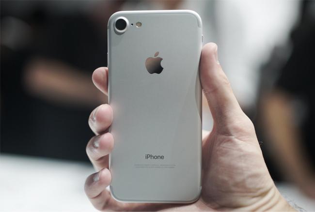 iphone-7-32gb-tren-tay-danh-gia-2