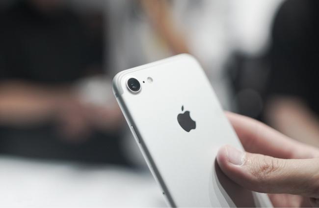 iphone-7-32gb-tren-tay-danh-gia-3