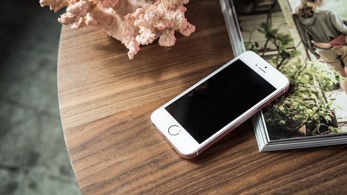 dien-thoai-iphone-se-16gb-troi-bao-hanh-duchuymobile