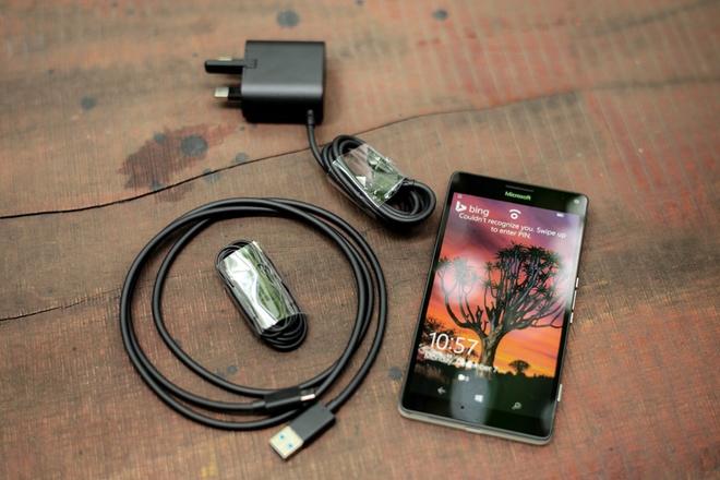 microsoft-lumia-950-xl-thiet-ke-1