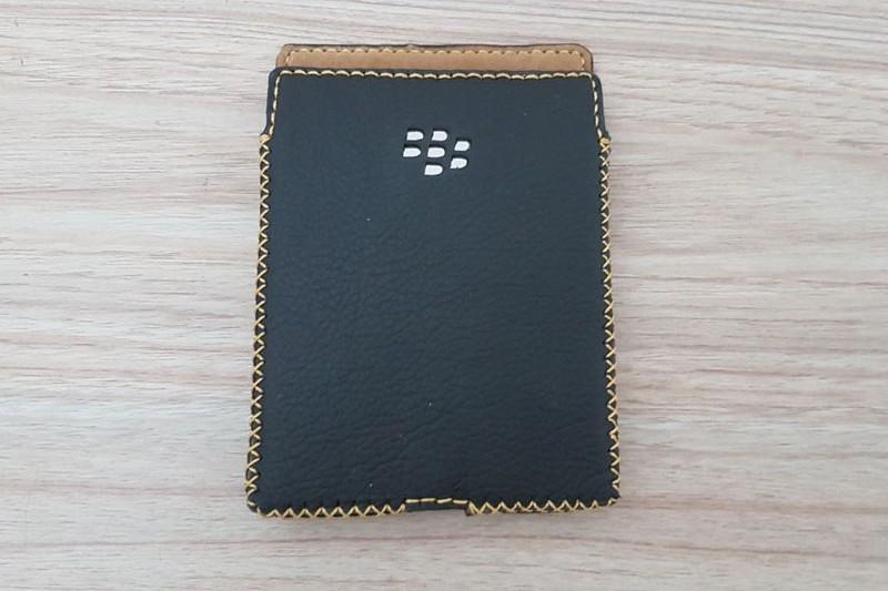 bao-da-blackberry-passport-hinh-anh-duchuymobile-2