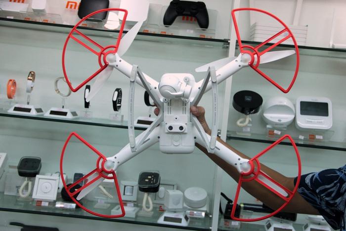 hinh-anh-may-bay-flycam-xiami-mi-drone-quay-phim-1080p-1