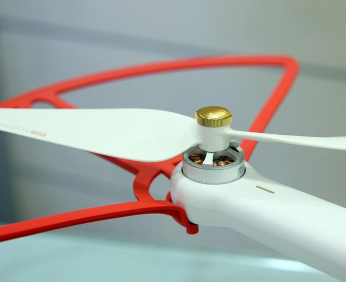 hinh-anh-may-bay-flycam-xiami-mi-drone-quay-phim-1080p-4
