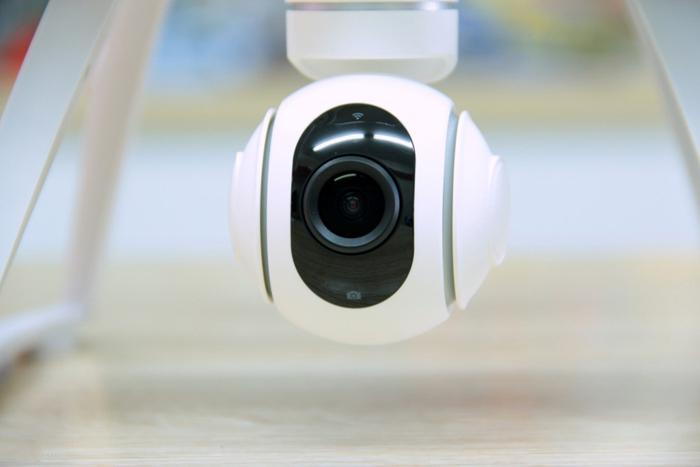 hinh-anh-may-bay-flycam-xiami-mi-drone-quay-phim-1080p-8