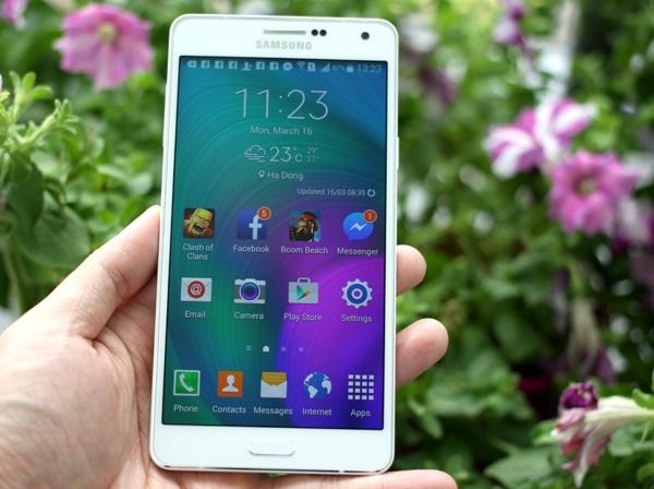 Samsung Galaxy A7 màn hình