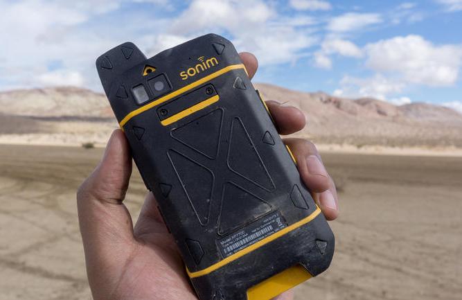 Sonim XP7 thiết kế con nhà binh