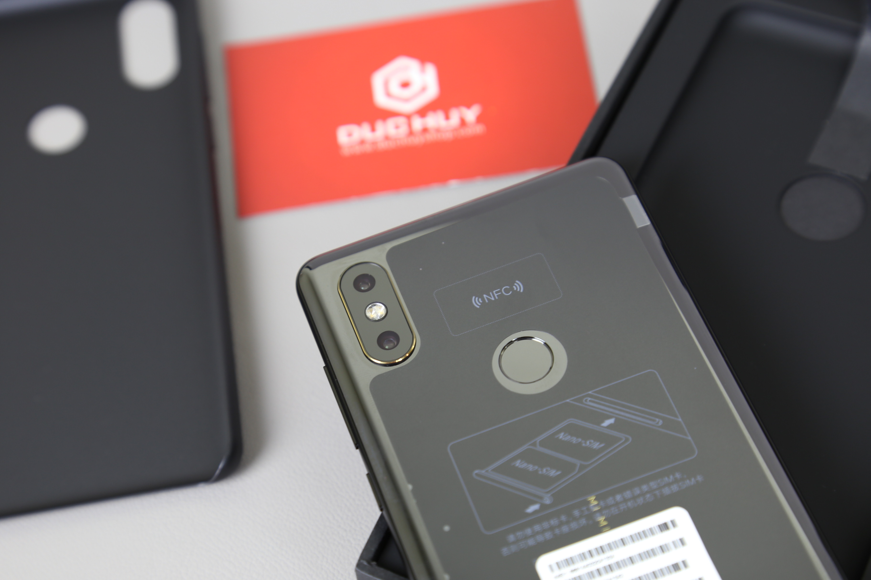 Thiet-ke-Camera-sau-Mix-2S