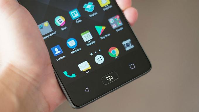 danh-gia-thiet-ke-blackberry-motion-duchuymobile