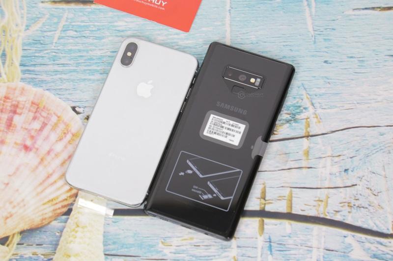 note 9 với iphone x mặt lưng