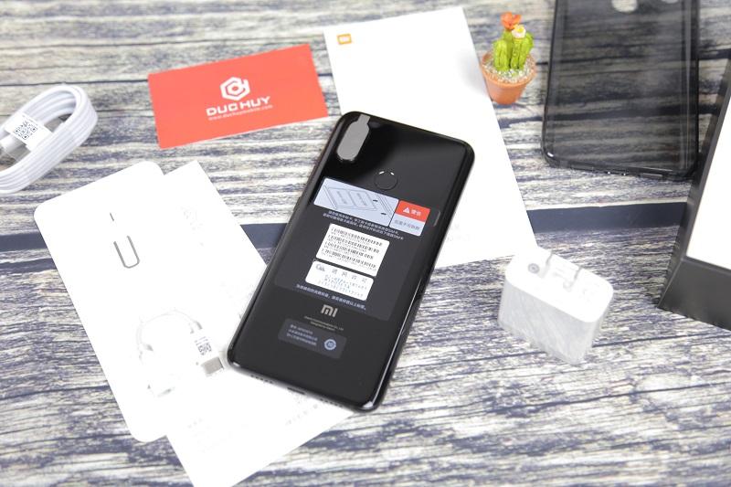Xiaomi Mi8 thiết kế