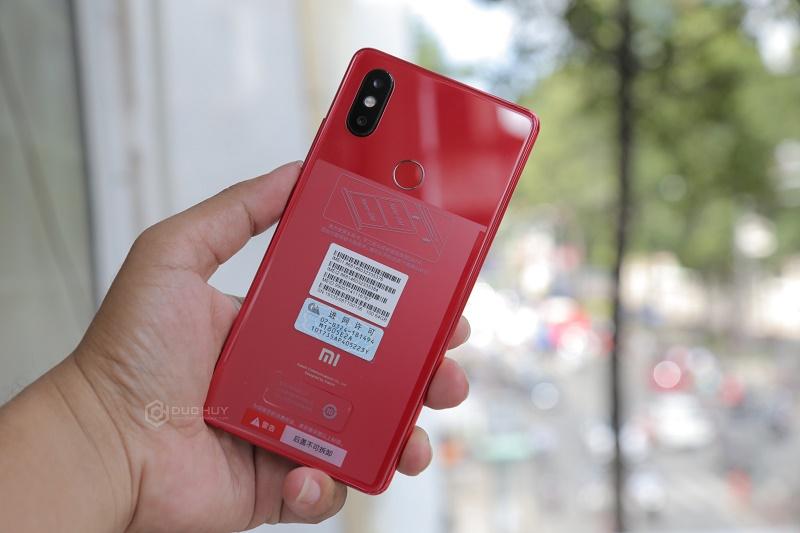xiaomi mi8 se màu đỏ mặt lưng