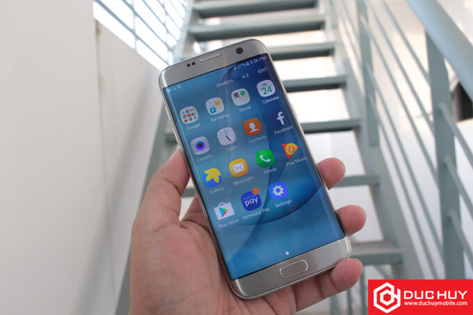 Galaxy S7 Edge hay Xperia XZ