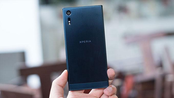 Galaxy S7 Edge hay Xperia XZ 1