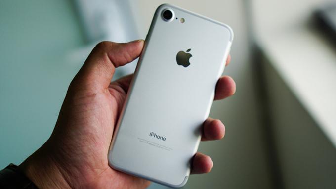 thiet-ke-iphone-7-32gb-fpt-chinh-hang-duchuymobile