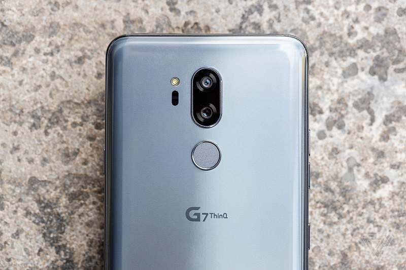 LG G7 ThinQ camera sau