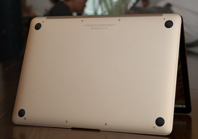 the-new-macbook-11ghz-mk4m2-gold-tren-tay-danh-gia-7