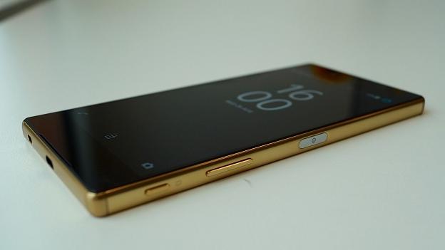 nhung-smartphone-cao-cap-nhat-the-gioi-moi-ra-nam-2015