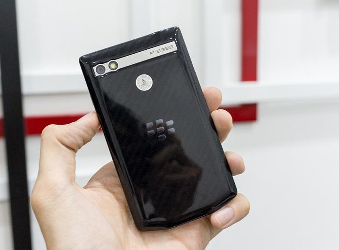 blackberry-porsche-design-p9983-bat-ngo-giam-50-gia-ban-duchuymobilecom-2