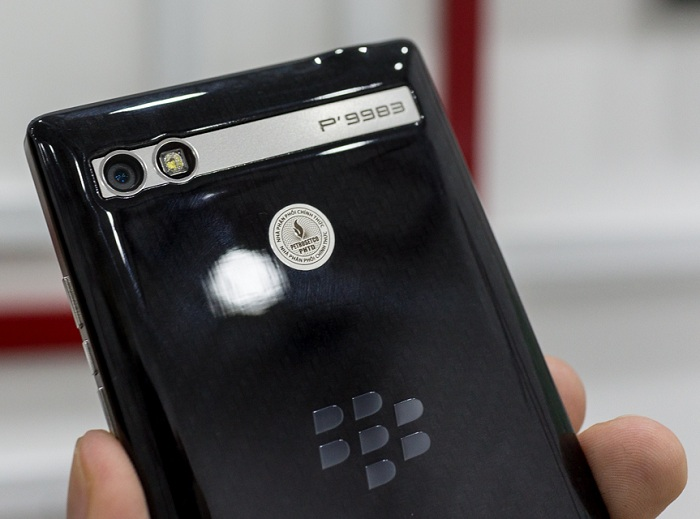 blackberry-porsche-design-p9983-bat-ngo-giam-50-gia-ban-duchuymobilecom-4