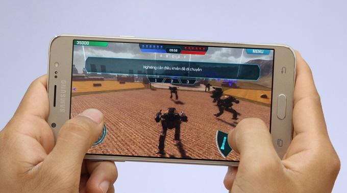 choi-game-tren-samsung-galaxy-j7-2016-cong-ty-duchuymobile