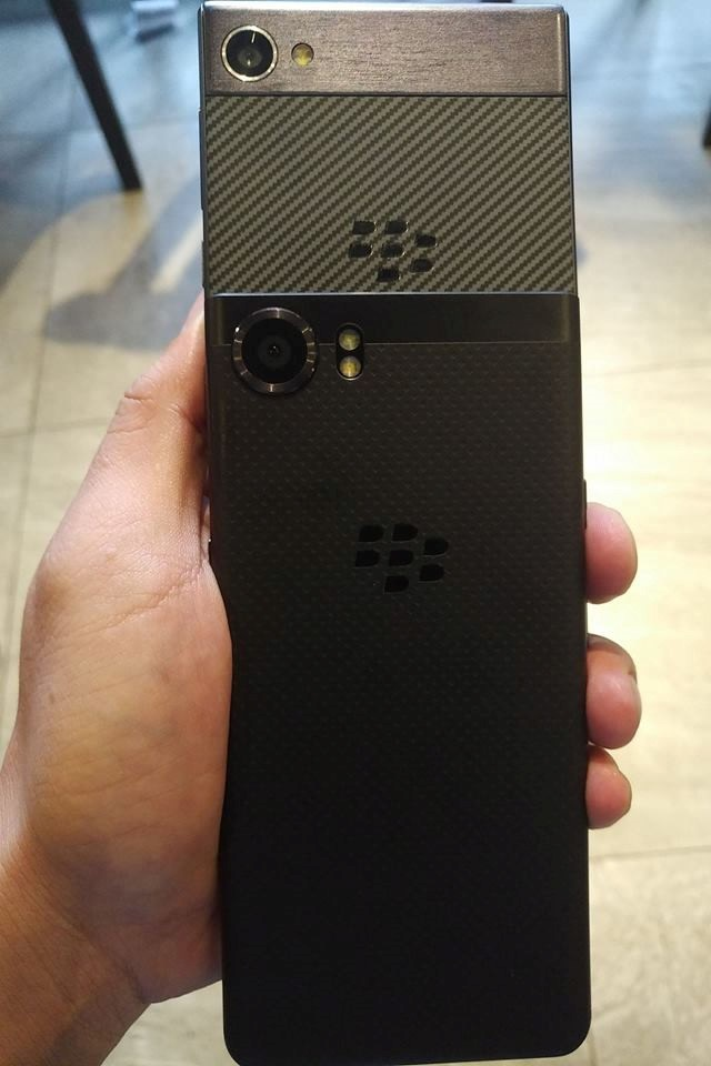hinh-anh-thuc-te-blackberry-motion-duchuymobile