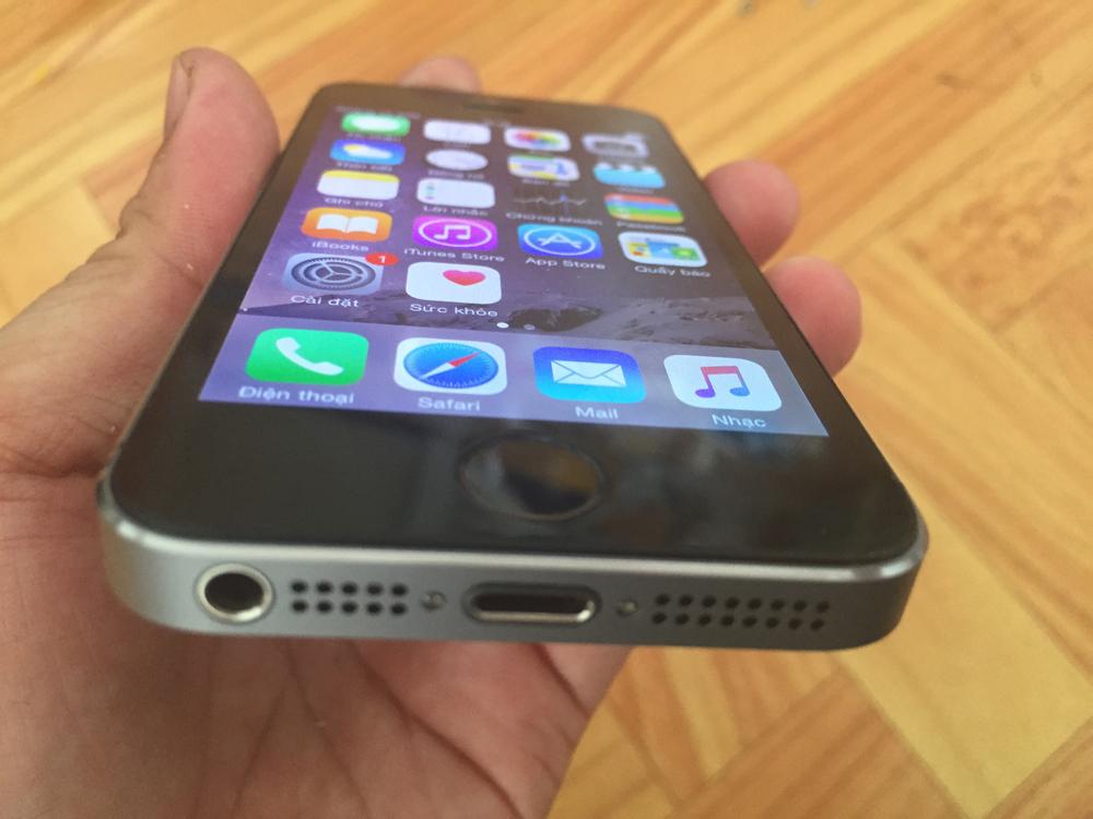 Cạnh dưới iPhone 5S Lock
