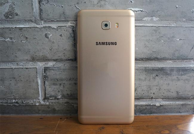 top-4-smartphone-man-hinh-to-nhu-tablet-cau-hinh-tot-dang-mua-duchuymobile-6