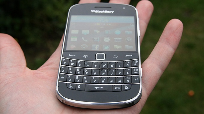 tren-tay-blackberry-9900-bold-duchuymobile