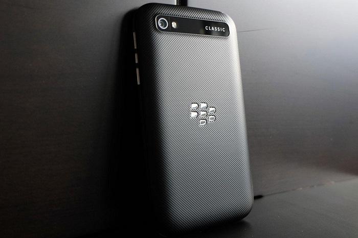 Mặt sau BlackBerry Classic Q20 Mỹ