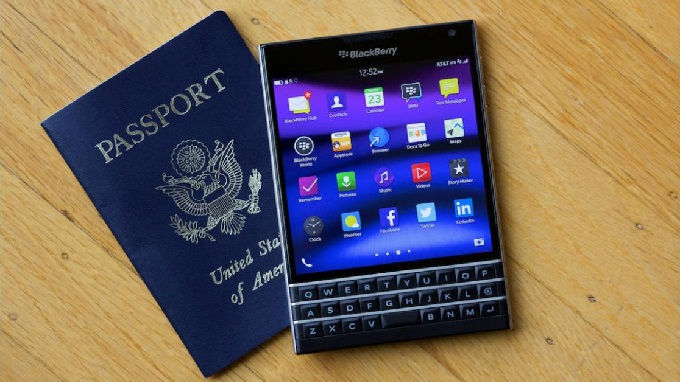 thiet-ke-blackberry-passport-duchuymobile