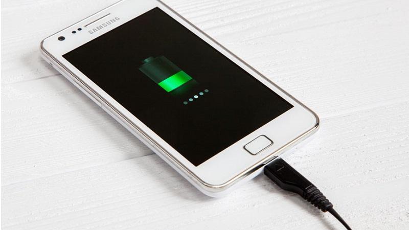 Hầu hết người dùng smartphone đều sạc pin sai cách