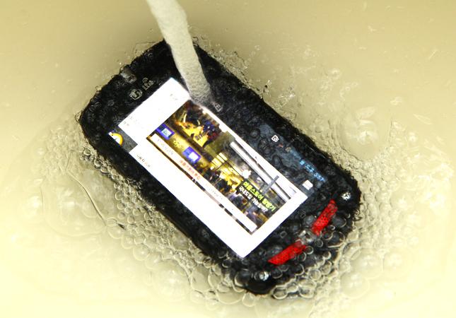 casio-gzone-ca-201l-smartphone-noi-dong-coi-da-gia-1-trieu-duchuymobile-3