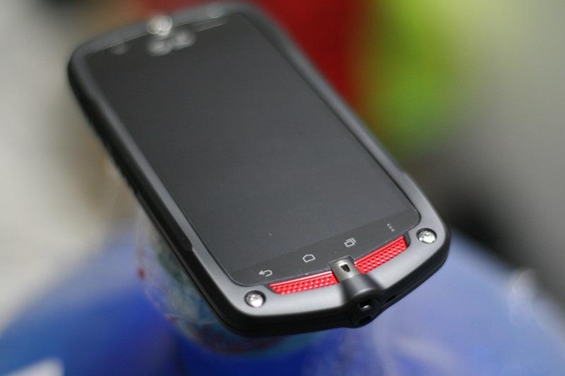 casio-gzone-ca-201l-smartphone-noi-dong-coi-da-gia-1-trieu-duchuymobile-4