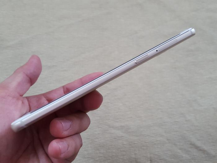 Cạnh trái OnePlus 3 RAM 6GB