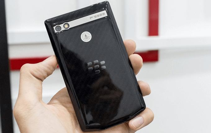 mat-lung-blackberry-porsche-design-p9983-duchuymobile