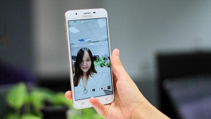 camera-selfie-samsung-galaxy-j7-prime-duchuymobile