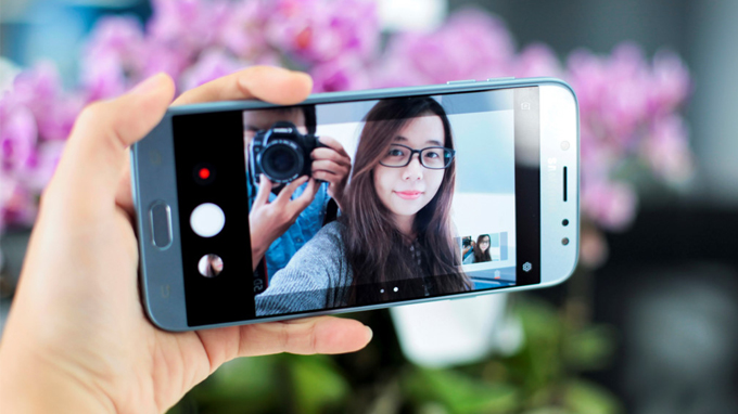 camera-selfie-samsung-galaxy-j7-pro-duchuymobile