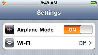 Bật chế độ Airplane để sạc nhanh gấp hai lần