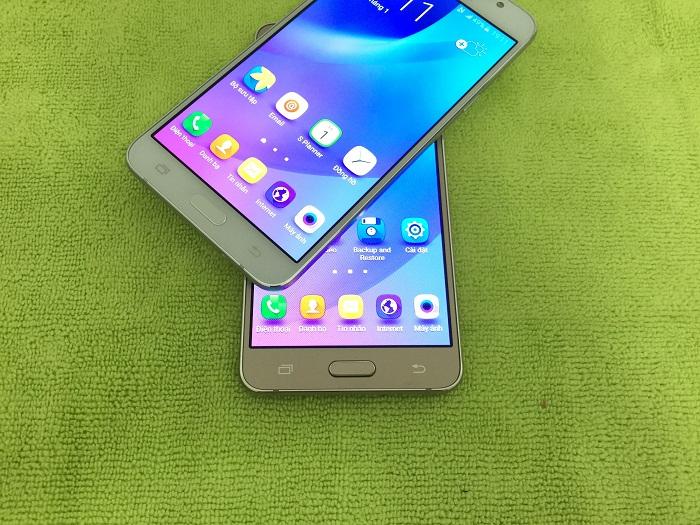 Samsung Galaxy J3 Pro và Galaxy J5 2016 giá rẻ về VN - 142497