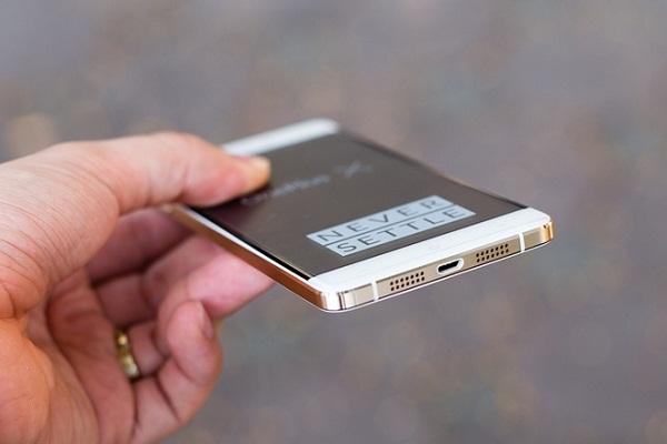 Cạnh dưới OnePlus X