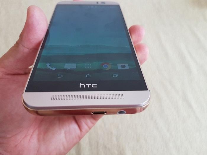 Cạnh dưới HTC One M9
