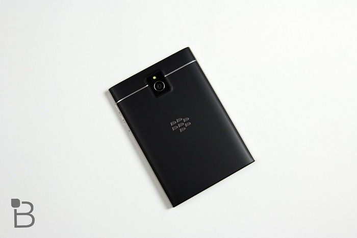 mặt sau Blackberry Passport