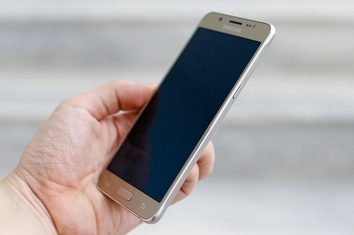 Giá Samsung Galaxy J7 2016 về giá 4,4 triệu đồng