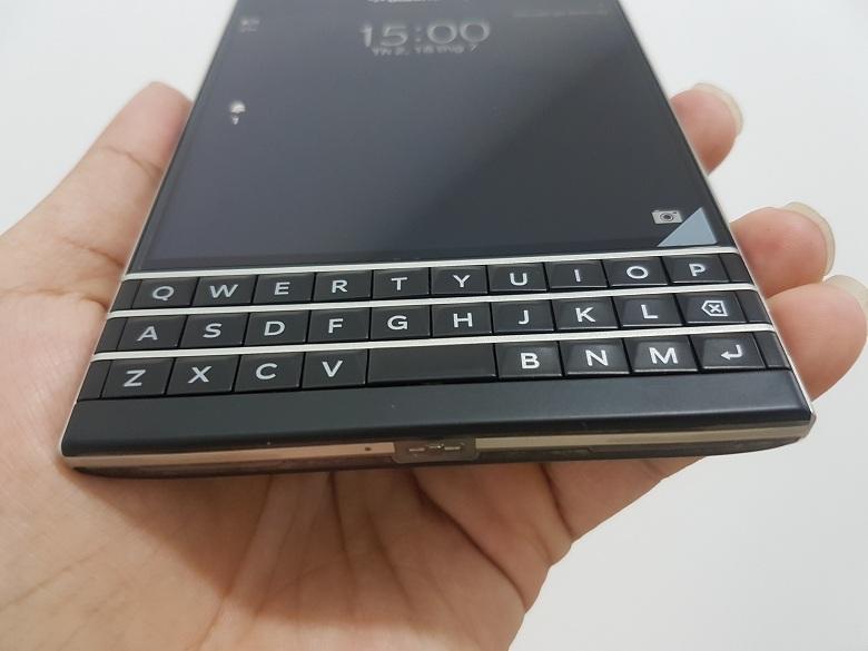Mở hộp Blackberry Passport bản AZERTY và QWERT - 147026