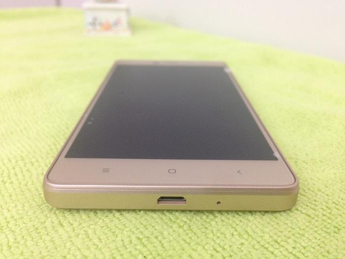cạnh dưới Xiaomi Redmi 3X