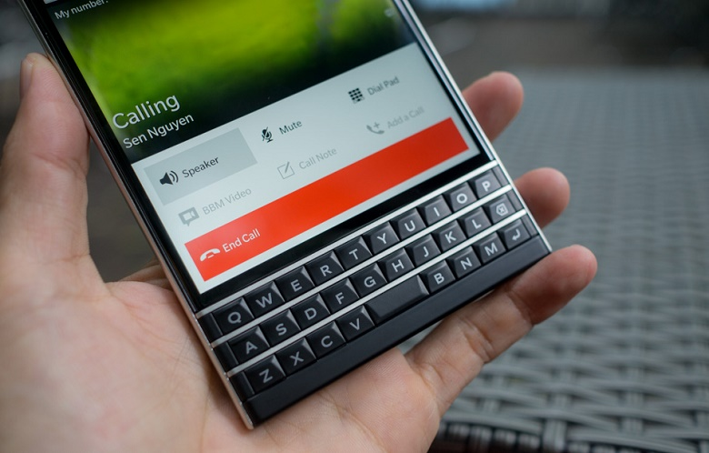 Giá Blackberry Passport
