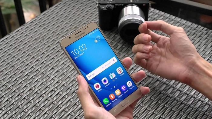 Giá Samsung Galaxy J7 2016